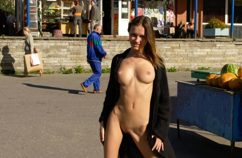Интимные Фото Девушек На Улице