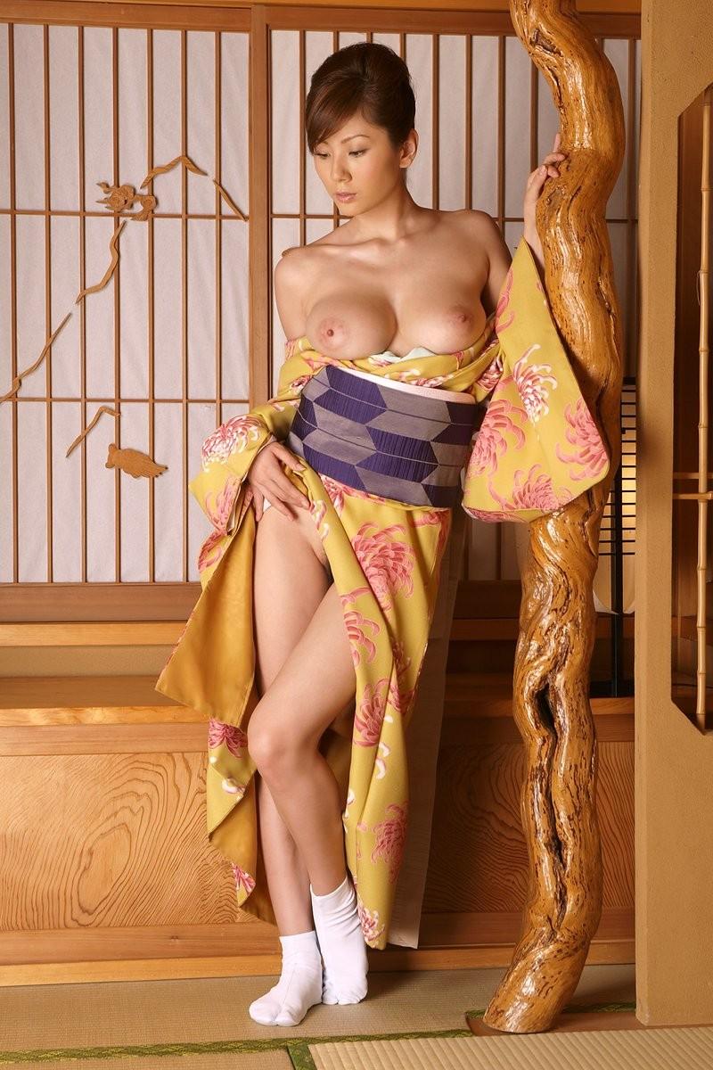 smotret-besplatno-yaponskaya-erotika-sestri