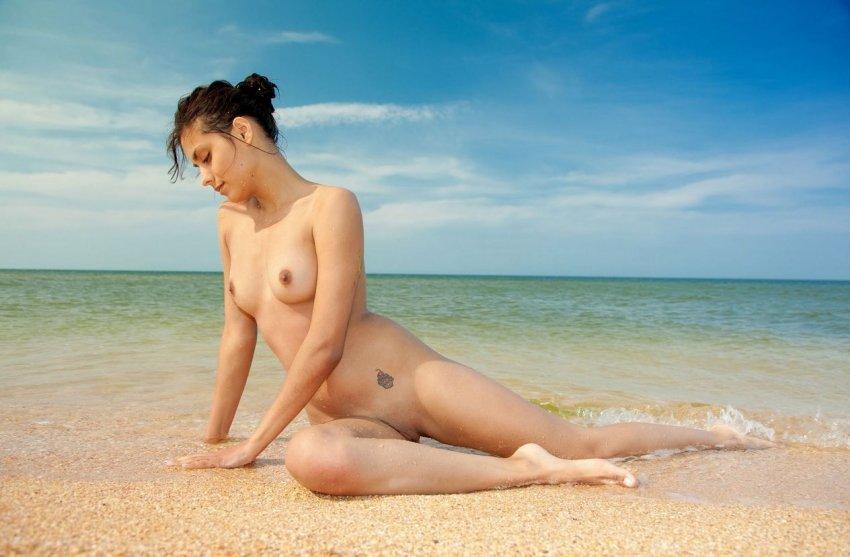 Пляж.офши.голе.девушка.скис