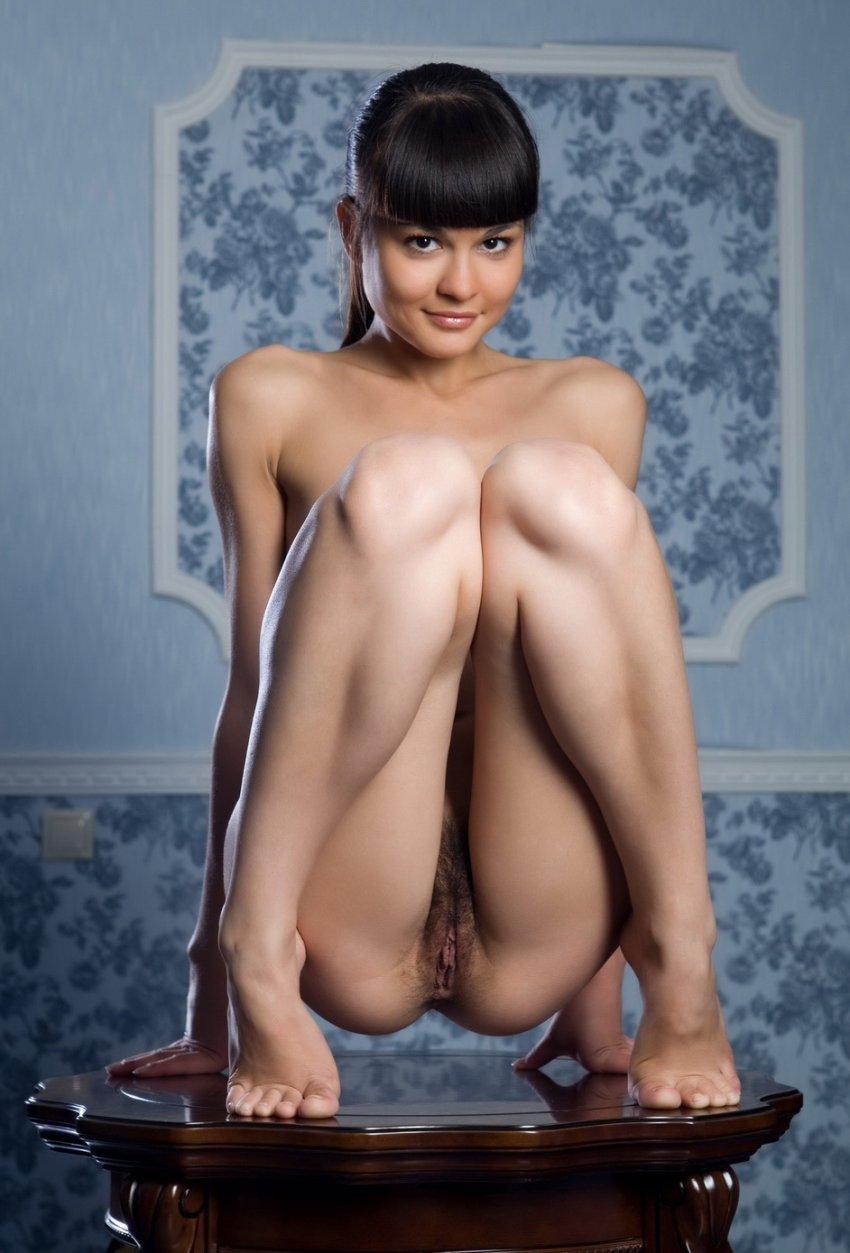 porno-bryunetka-pryamaya-chelka