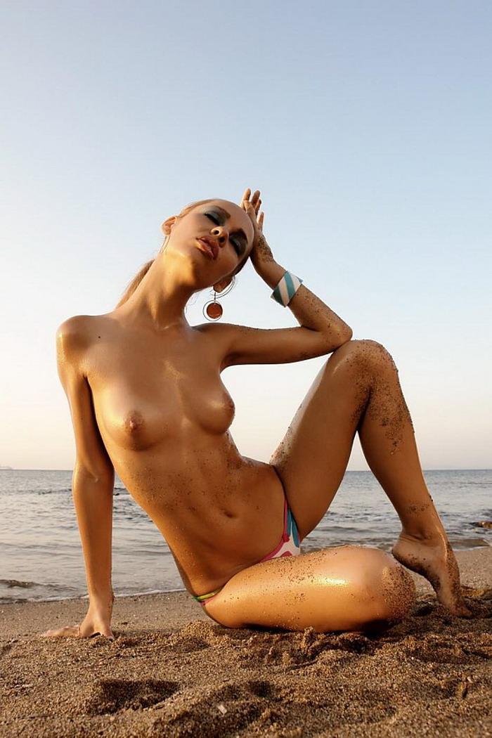 Эротические фото с манекеном 14 фотография